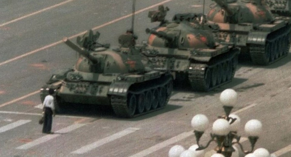 tanques en una calle china