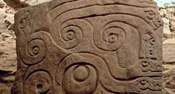 piedra esculpida cultura chavín